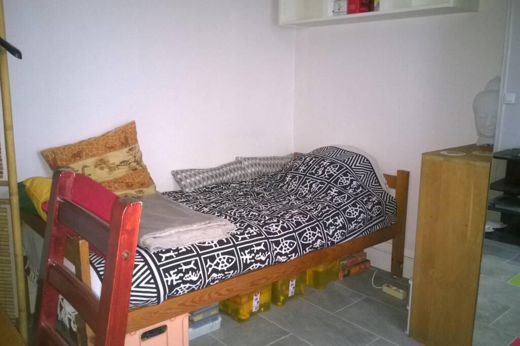 chambre : lit très bon matelas