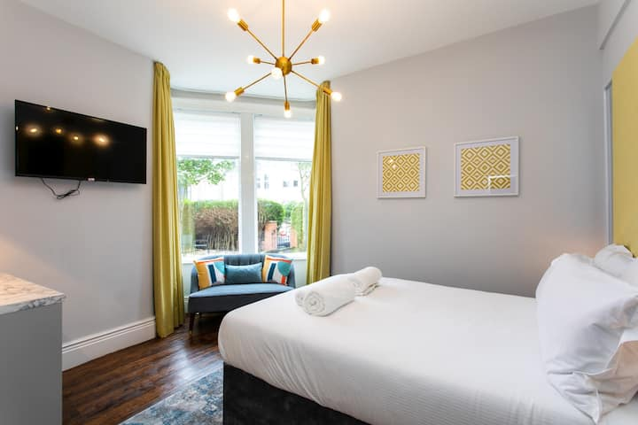 Deluxe King Room (Dog Friendly)