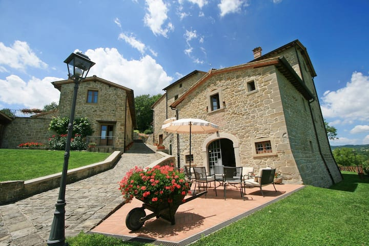 Amazing Villa up to 27 people in Tuscany