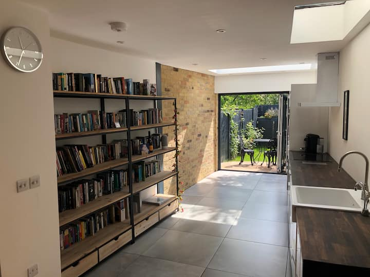 Boutique two-bedroom home in central Cambridge