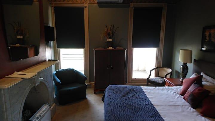 Room 12 Queen En-suite