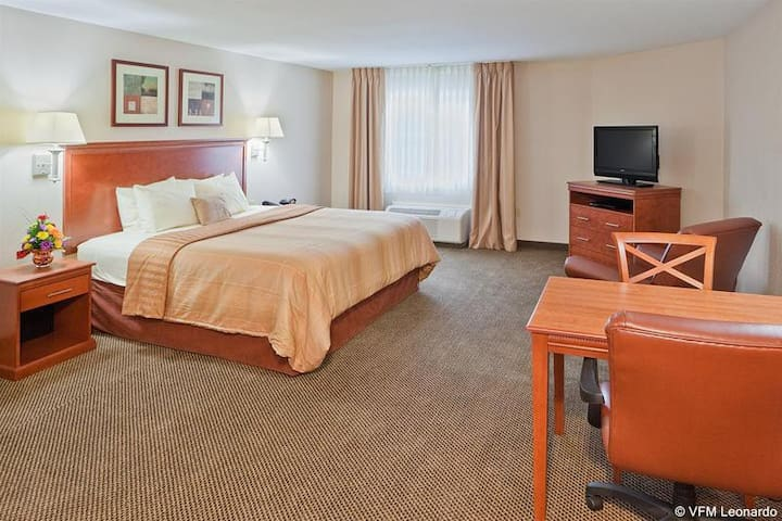 Classy Suite Double Bed At Bel Air