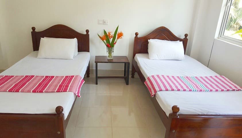 Sera Villa Room 5: Standard room with twin beds