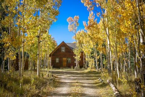 Cabaña de aventura en un Aspen Grove privado