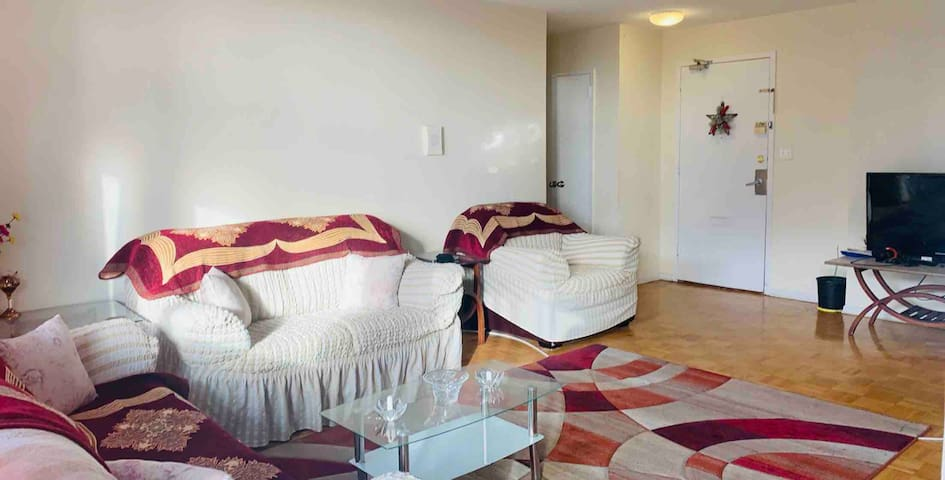 CENTRAL TORONTO 2BR, KING BED,~ DTOWN FREE PARKING