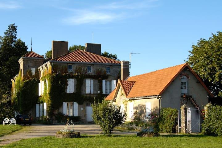 18th century Mansion - Near Marais Poitevin