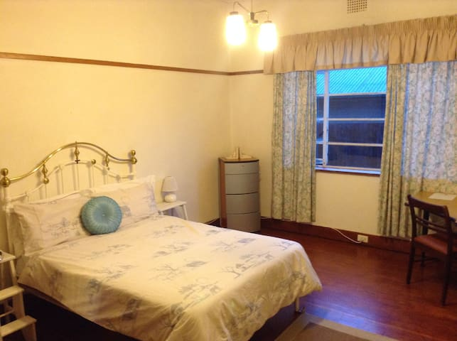 Double Room 2 Guests shared bathroom