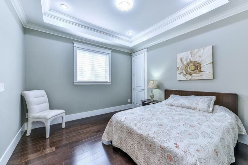 Queen Size Bed With Private Bathroom Bed And Breakfasts For Rent In White Rock British