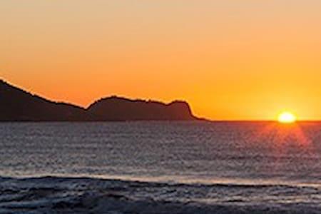 Estrutura Top na Praia (Ar-Cond e Internet)-AP02 - Balneário Barra do Sul - House
