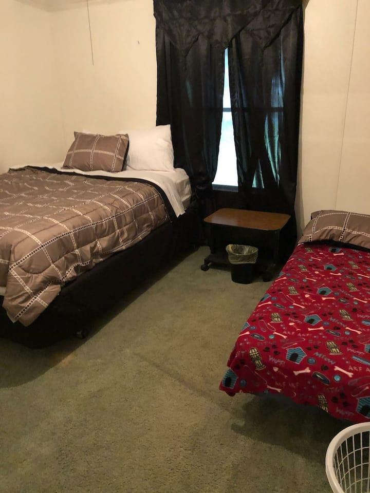 Convenient Double Bed in quiet neigborhood