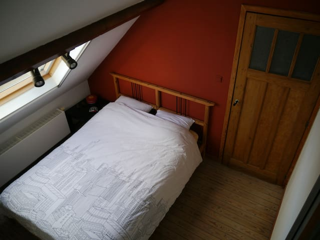 Duplex studio with mezzanine and ensuite bathroom - Gent - Rumah