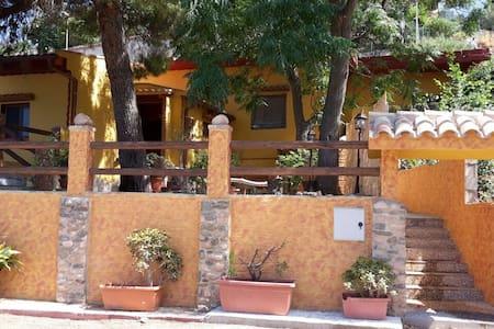 Casa indipendente con vista mare e ampia veranda - Nebida