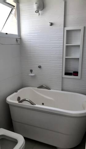 Banheira com hidromassagem e aquecimento