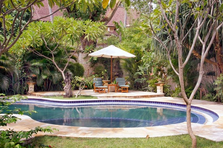 3 BDR Tropical Villa Legian