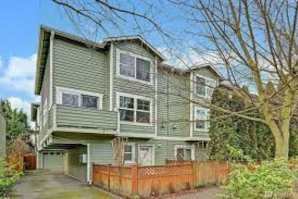 2 bd 2 bath fremont townhouse w backyard townhouses for New homes seattle washington area