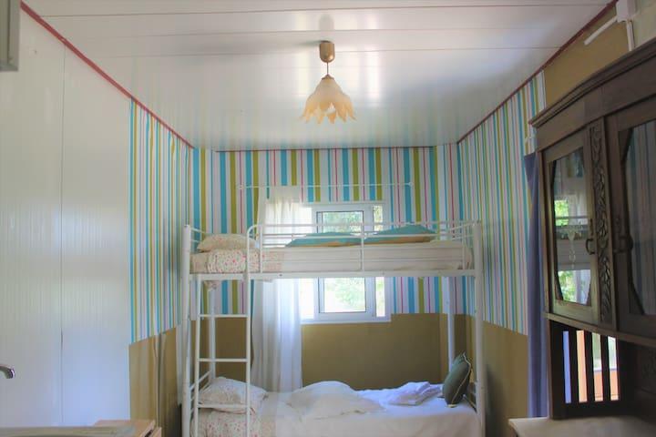 Recycled Shelter Studio - Casinha abrigo