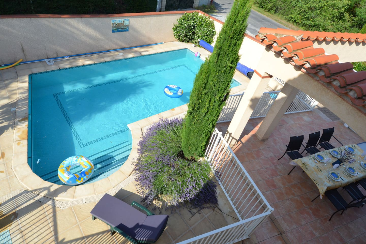(EN) Large pool close to dinning area in a quiet environment