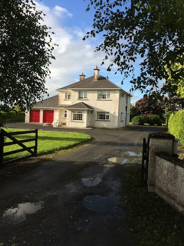 Home from Home Bed and Breakfast - Cahir - Bed & Breakfast