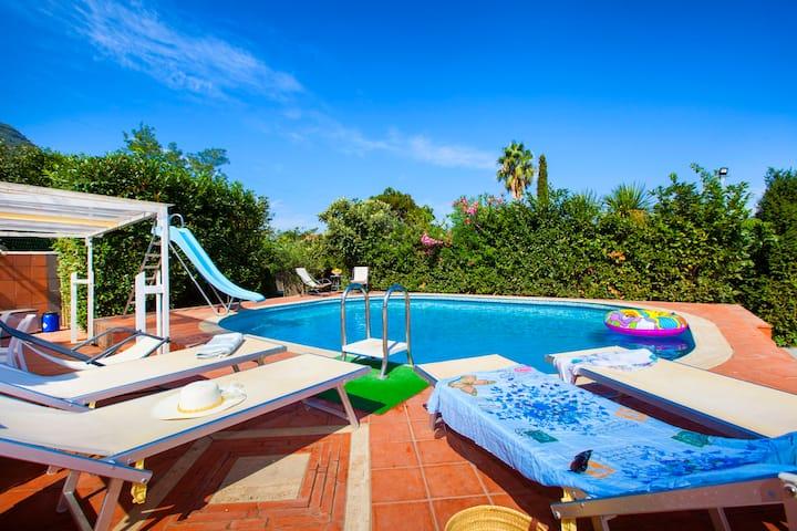 Villa Panorama a Mediterranean oasis pool & garden