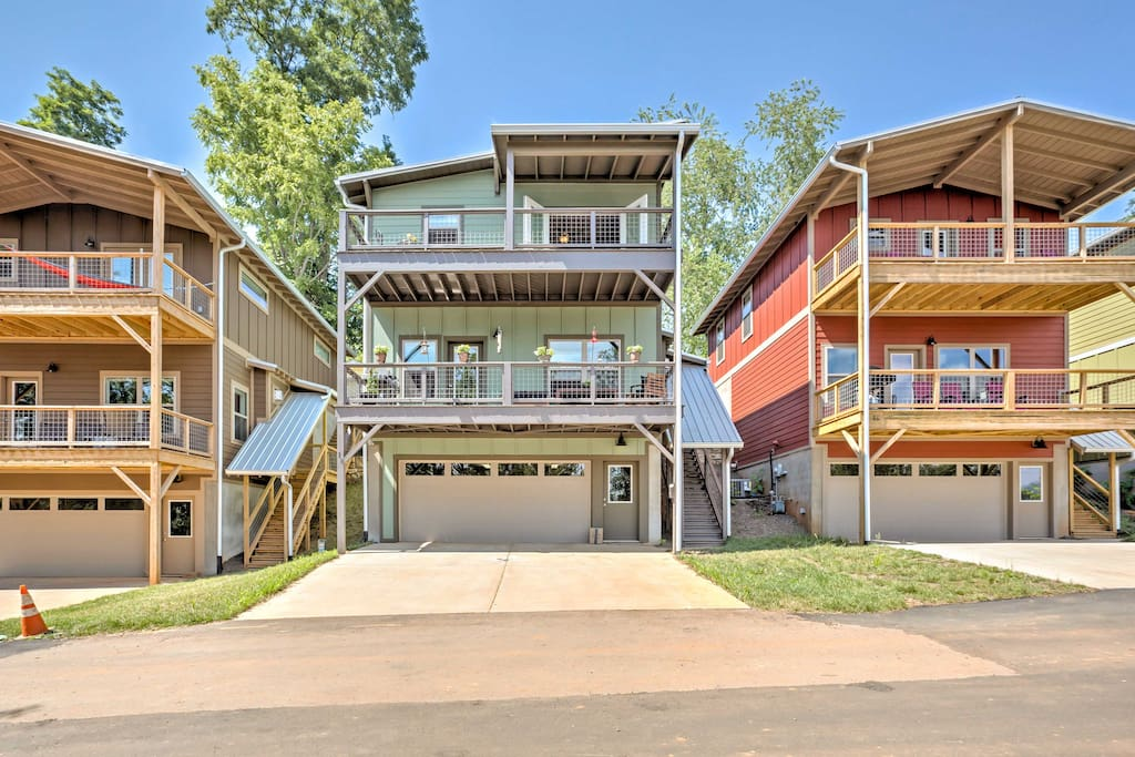 On the Asheville Greenway, 'Riverview' offers an unbeatable location!