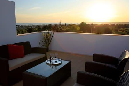 3 BEDROOM VILLA WITH PANORAMIC TERRACE & SEA VIEW IN ALBUFEIRA - Albufeira - Casa de camp