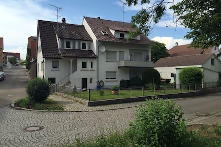 ZIMMER MIT FRÜHSTÜCK IN TRAUMLAGE! - Murr - Huoneisto
