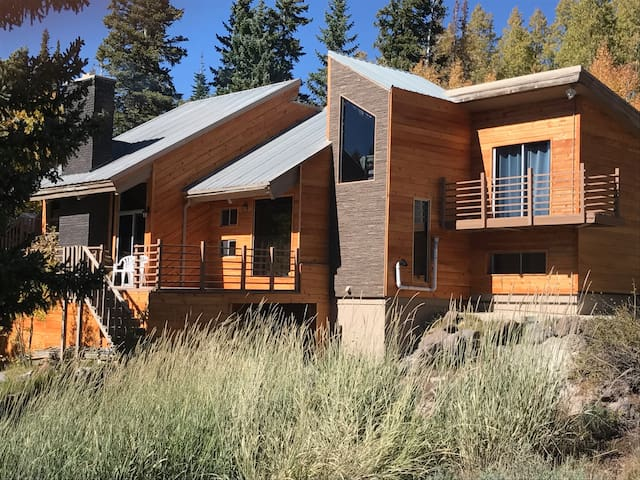 Large ski cabin at brian head cabins for rent in brian for Cabin rentals vicino a brian head utah