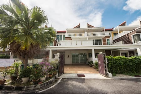 The perfect home to reunion and explore Georgetown - Tanjung Bungah - 小平房