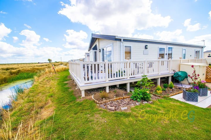 Huge Boston Lodge Sleeps 8 - Camber Sands Holiday Park - Views of Marsh and Wildlife - Washing Machine / Dishwasher