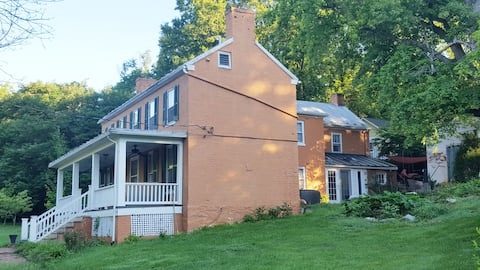 Stay  at LARGE, Historic Home & enjoy 5 star BBQ