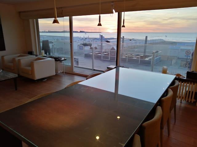 Groot appartement met zeezicht