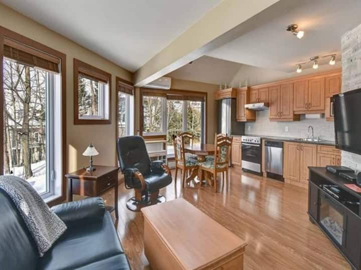 Bright Ski in/Ski out Condo-Step From The Village