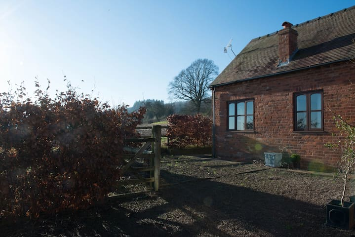 The Garden Cottage, Yarhampton - Worcestershire