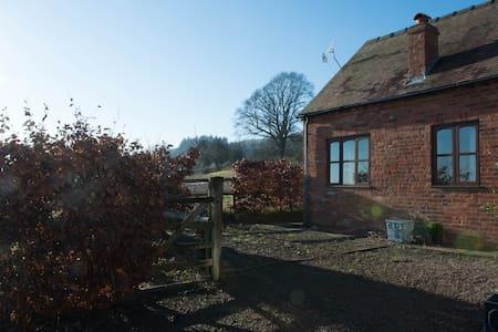The Garden Cottage, Yarhampton - Worcestershire