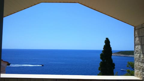 See view- new modern apartment in Hvar