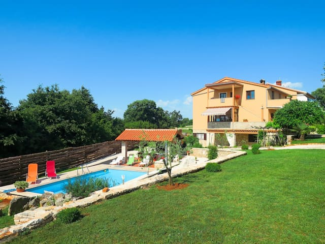 Beautiful ground floor holiday apartment with relaxing garden and pool area