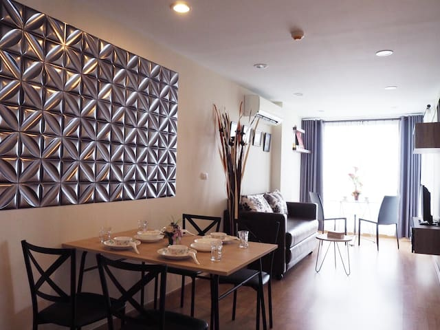 Cozy Sathorn Condo ,  5 mins to BTS KrungThonBuri