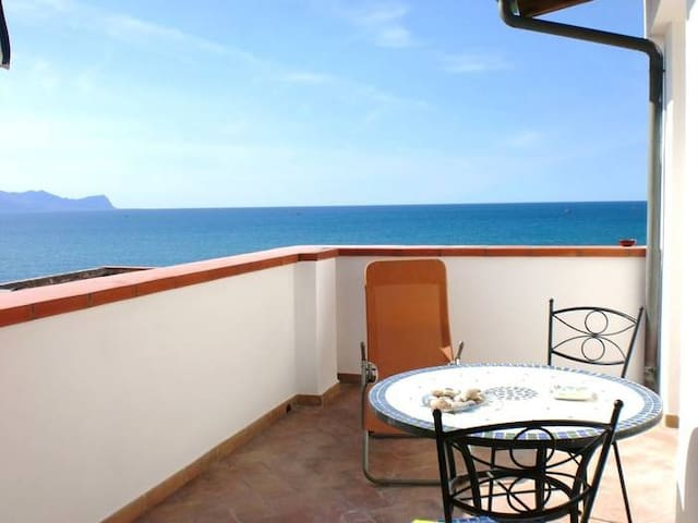 "Sea view ""sun terrace"" 2 persons"