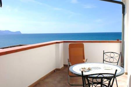 "Sea view ""sun terrace"" 2 persons"