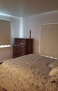 Simple pvt bedroom.  Queen size bed - Rochester