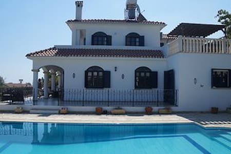 luxury 5 bed villa. Private pool & sports court - Girne - Villa