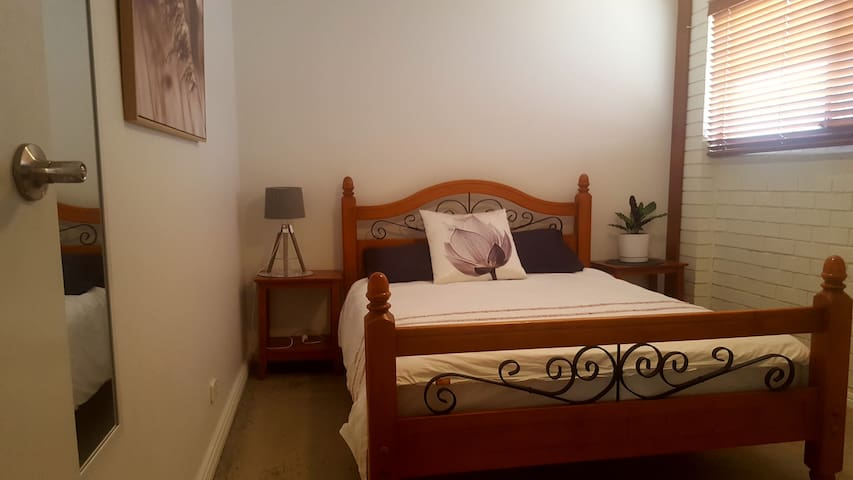 Cosy, Comfortable rooms 25 minutes to Byron Bay