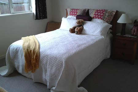 Warm Modern Private Room in Shared Home - Mosgiel