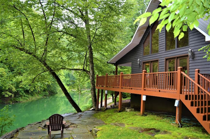 Kingfisher's Roost- Waterfront Cabin w/Private Dock, Ramp & Hot Tub- Bryson City