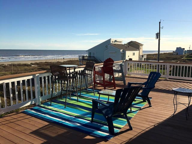Renovated home 40 steps to the beach in Sea Isle