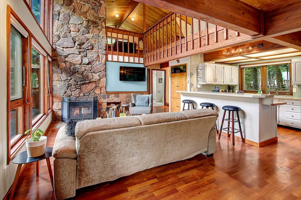 An open space perfect for entertaining family and friends!