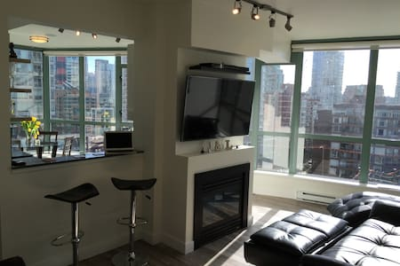 Modern Spacious Downtown Living & Full Amenities - Vancouver