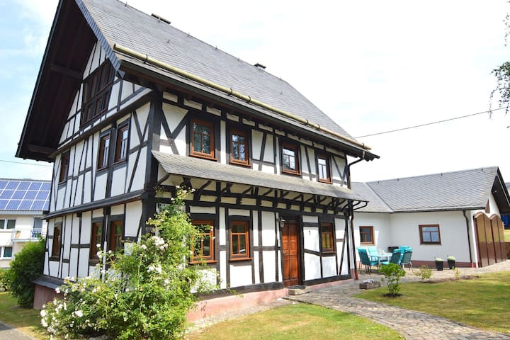 Beautiful, authentic half-timbered house; modern amenities, garden and terrace