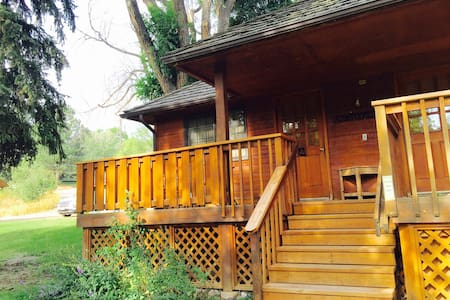 Mr Alexander #A - Cozy Ranch Cabin near the River - Loveland