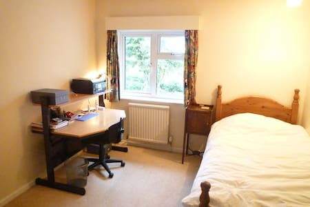 Small single room in family country hse with views - East Sussex - House - 2